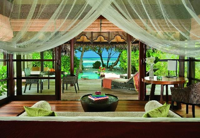 Отель Four Seasons Resort at Kuda Huraa