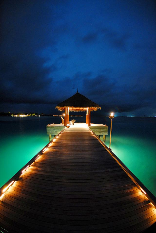 dhigu_jetty-at-night_hqroom14.jpg