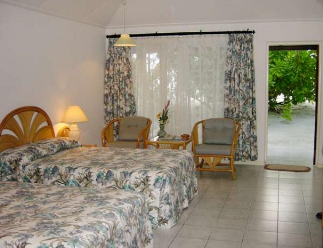 Отель Holiday Island Resort 4*