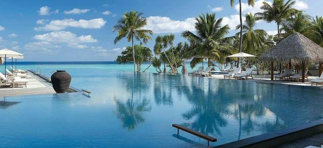 Отель Four Seasons Resort Maldives at Landaa Giraavaru 5*